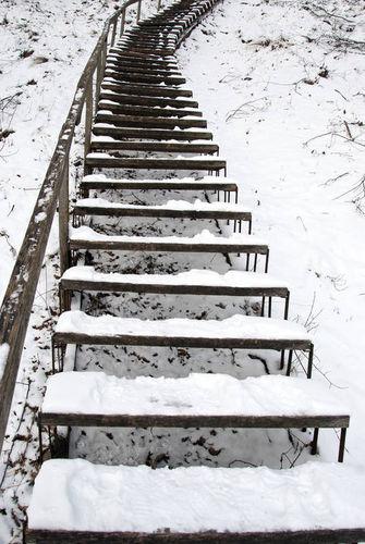 """形容楼梯陡峭的句子 形容""""楼梯""""的句子有哪些?"""