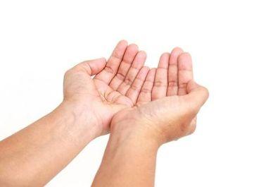 手心向上的女人的句子 女人,永远不要手心朝上.这句话是什么意思